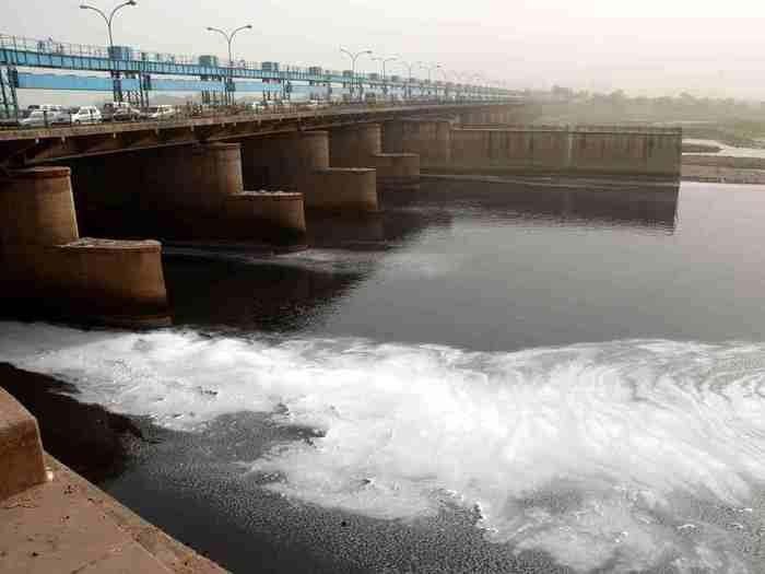 Ammonia Level In Yamuna: Delhi May Face Water Supply Crisis - दिल्लीवाले  पीने का पानी जमा कर लें, यमुना में बढ़ा खतरनाक अमोनिया - Navbharat Times