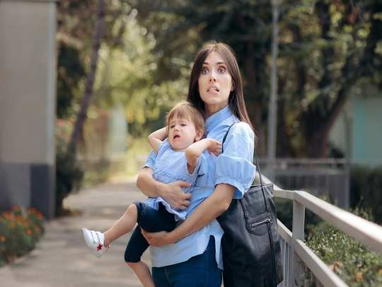 how to deal with toddler tantrums in public in hindi