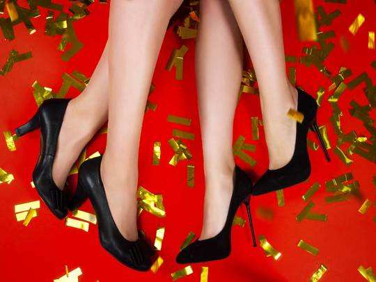 क्रिसमस और न्यू ईयर पार्टी के लिए पर्फेक्ट हैं ये ब्रांडेड Womens Party Footwear, मिल रहा 50% का डिस्काउंट