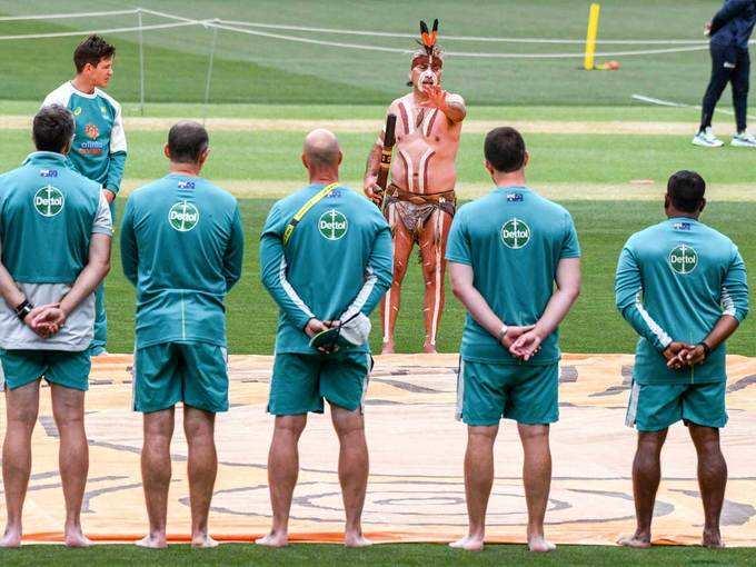 ऑस्ट्रेलियाई टीम नंगे पैर उतरी मैदान पर, जानिए आखिर क्या रही वजह