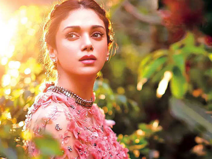 aditi hao hydari played this beauty game and explained her beauty style