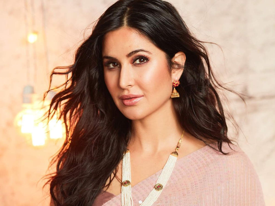 katrina kaif totally stunner in indian wedding as a guest
