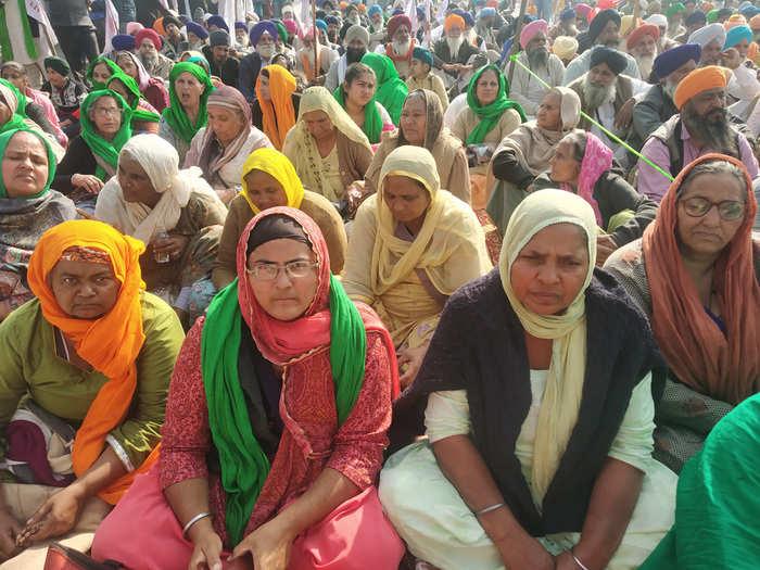 women at singhu border