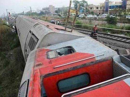 nagar-railway-accident : श्रीगोंदाजवळ मालगाडी घसरली; दौंड-मनमाड वाहतूक विस्कळीत