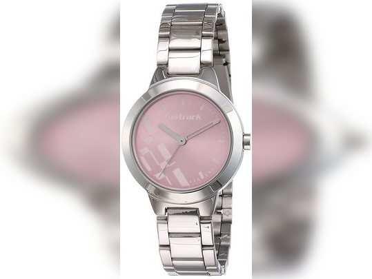 50% के दमदार छूट पर मिल रहे Daniel Klein और Timex जैसे ब्रांडेड Watch, जल्दी से करें ऑर्डर।