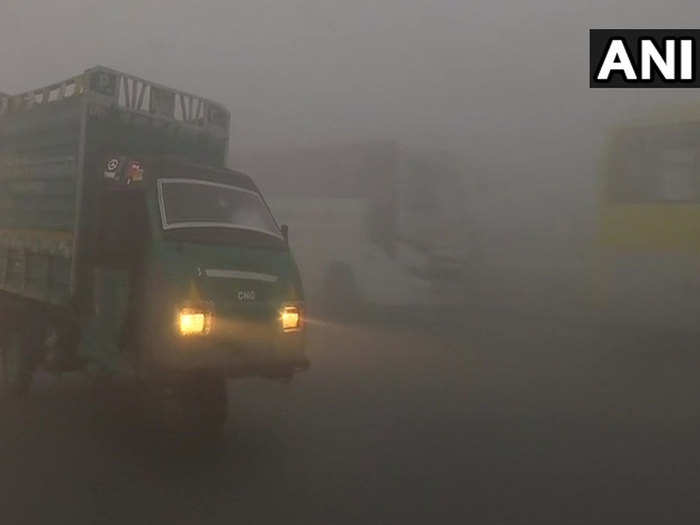 happy new year 2021 in delhi, morning started with dense fog which reduced visibility