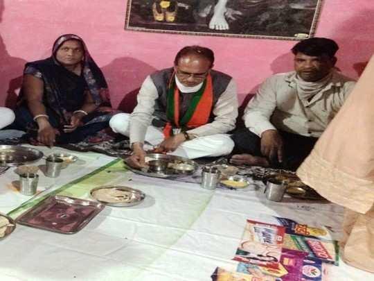 indore: mp cm shivraj singh chouhan suddenly reaches radhabai's home in bhagirathpura, eats food made by her