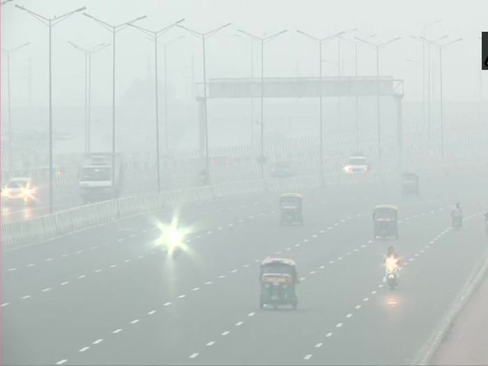 dense fog in delhi with severe cold, visibility low