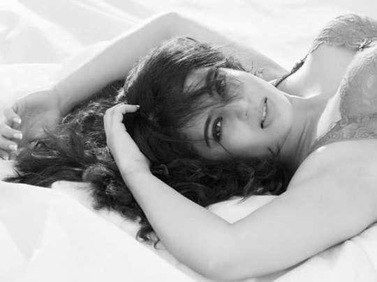bhabhi ghar par hain actress nehha pendse stunning glamorous photo