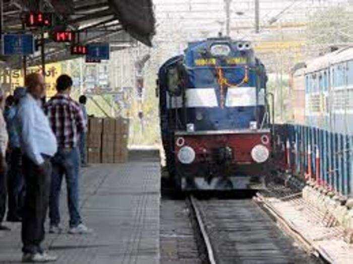 सेना की अपील पर रेलवे ने फुल स्पीड में दौड़ाई राजधानी ट्रेन।