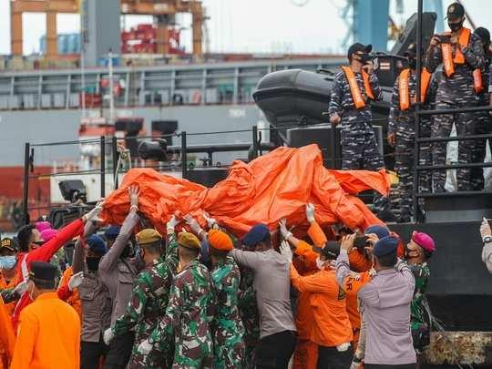 indonesia plane crash photos sriwijaya air flight sj182 crashed parts debris found in java sea