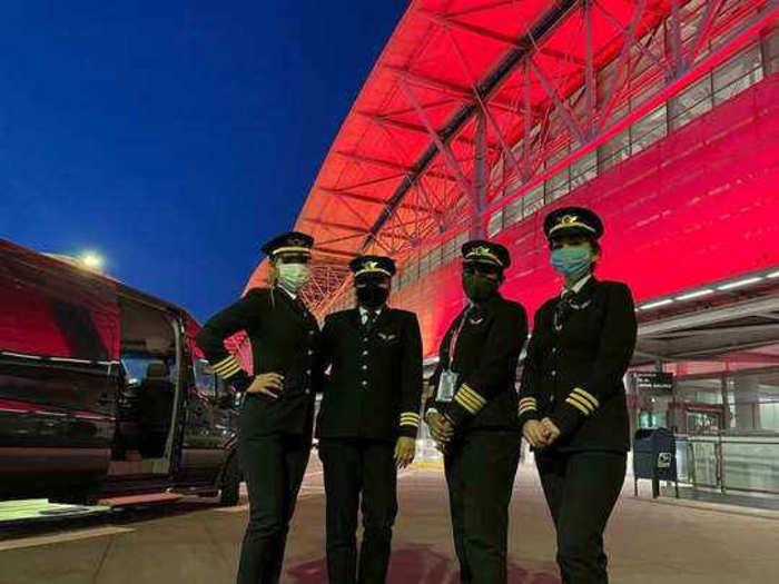 एअर इंडियाच्या ४ महिला वैमानिक करणार ऐतिहासिक कामगिरी