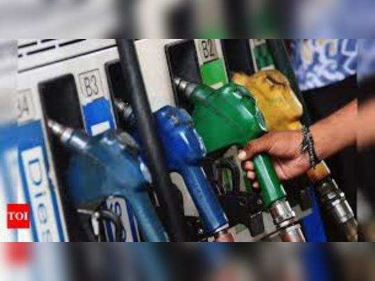 देश में पेट्रोलियम की कुल मांग में साल 2020 में गिरावट देखने को मिली।