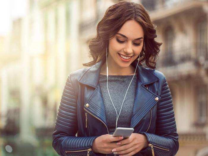 Leather Jacket : स्टाइलिश और मॉडर्न लुक के लिए Amazon से खरीदें ये Womens Leather Jacket