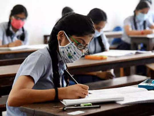 बोर्डाच्या परीक्षांसाठी विद्यार्थ्यांना क्वेश्चन बँक द्या