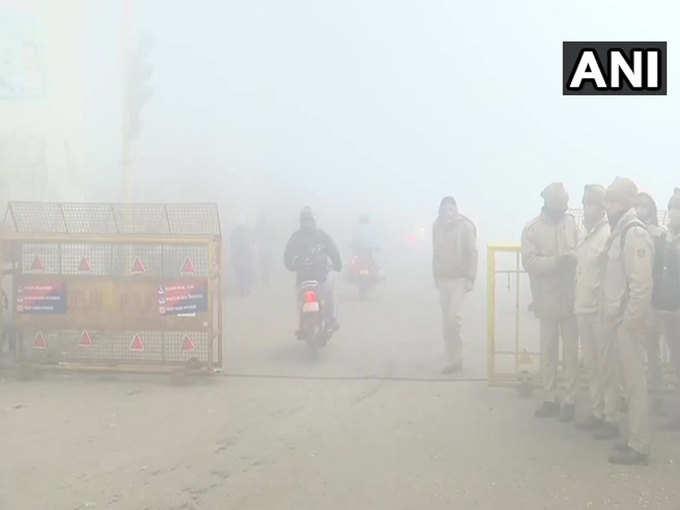 दिल्ली में सुबह-सुबह छाया घना कोहरा