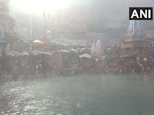 devotees take holy dip and perform rituals on makar sankranti amid cold and corona