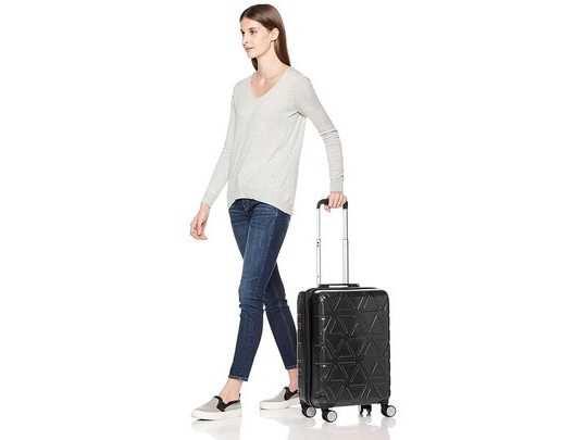 स्टाइलिश, मजबूत और ज्यादा स्पेस वाले Luggage Bags on Amazon हैवी डिस्काउंट पर खरीदें