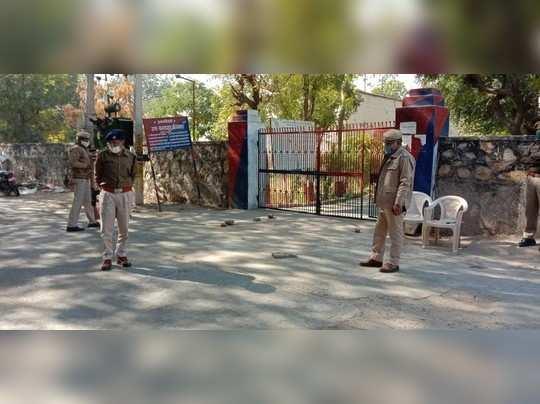 Jalore : बेखौफ अपराधी ! जेल के मुख्य दरवाजे पर डयूटी कर रहे संतरी पर फायरिंग, जवाबी फायर हुआ, तो भागे