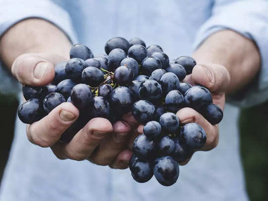 grapes or angoor are helpful to reduce the bad effect of skin oxidization
