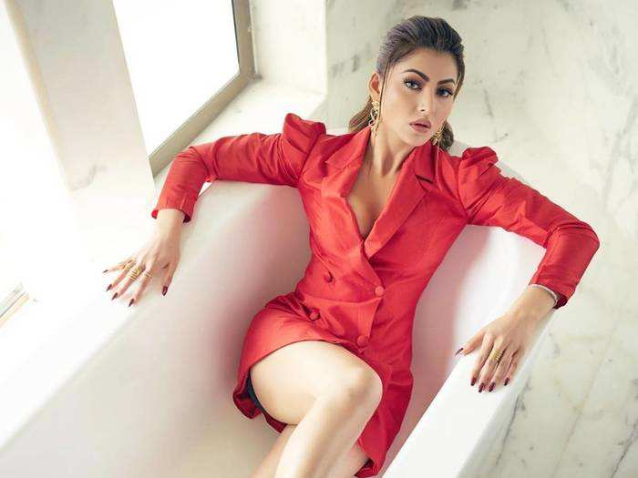 urvashi rautela troll for her bold black dress at the filmfare awards 2018