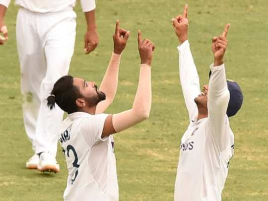 twitter reactions highlights day 4 of brisbane test mohammed siraj's maiden five-wicket haul, virender sehwag reacts