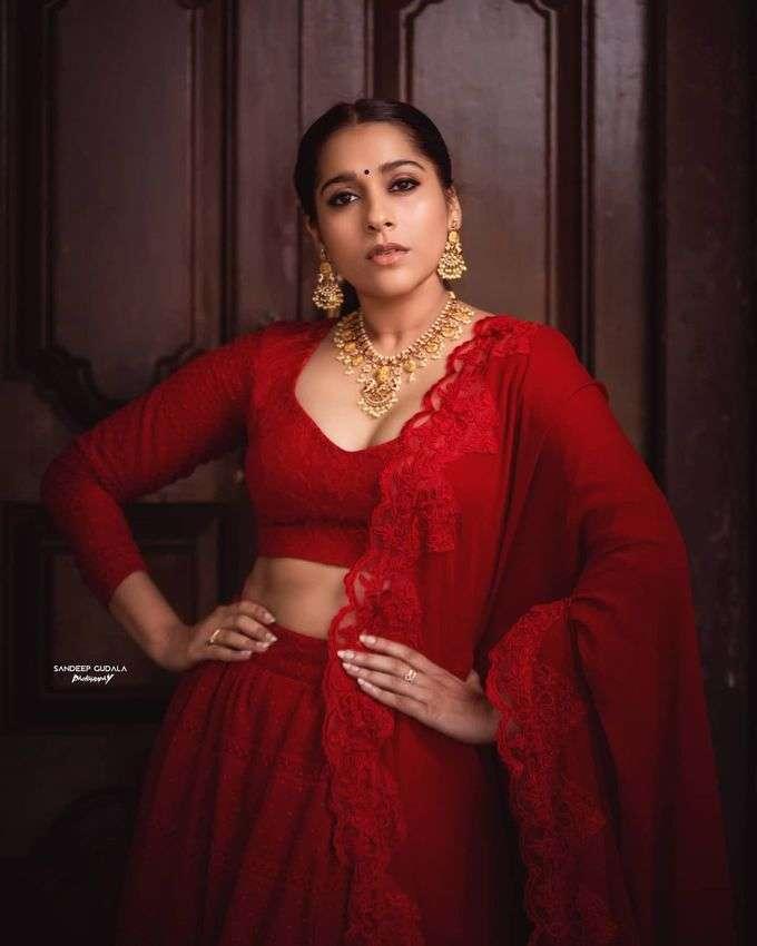 రెడ్ హాట్ రష్మీ గౌతమ్.. చూపులతోనే మత్తెక్కిస్తున్న జబర్దస్త్ బ్యూటీ