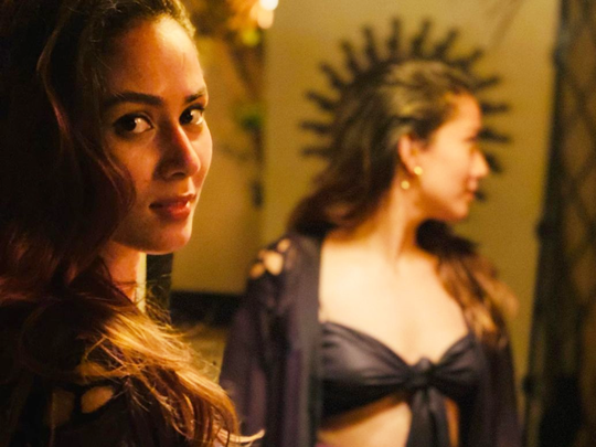 mira rajput looks stylish in black strapless bralette and pink bottom
