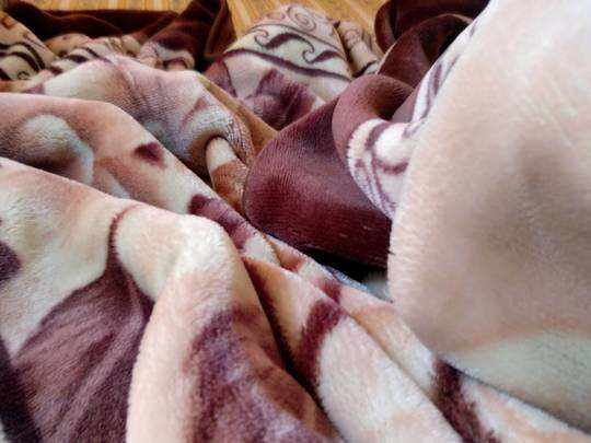 Blankets On Amazon : ठंड से बचने के लिए इस्तेमाल करें Warm Blankets, Republic Day Sale में मिल रही है छूट