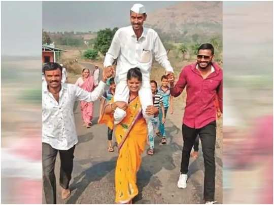 Husband's Victory in Panchayat Polls Wife Carries Him on Shoulders Around The Village
