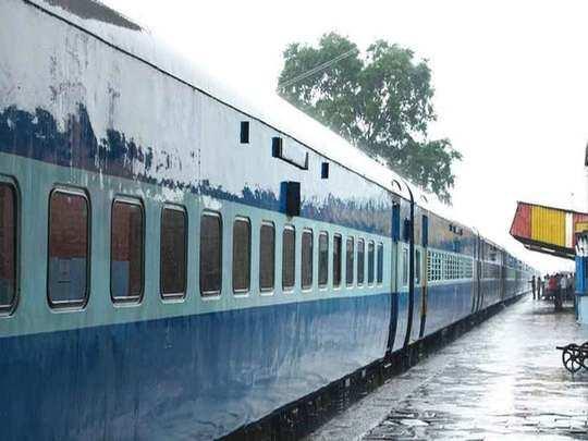 कोहरे का कहर घटा, आज सिर्फ चार ट्रेनें लेट (File Photo)
