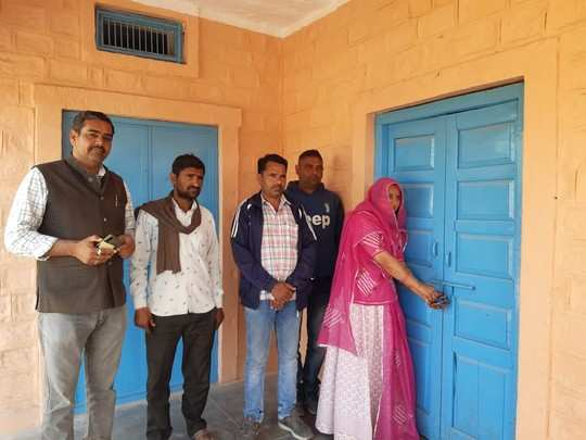 Rajasthan : वित्तीय अधिकारों छीनने को लेकर गहलोत सरकार के खिलाफ लामबंद हुए सरपंच, की प्रदेशभर में तालाबंदी