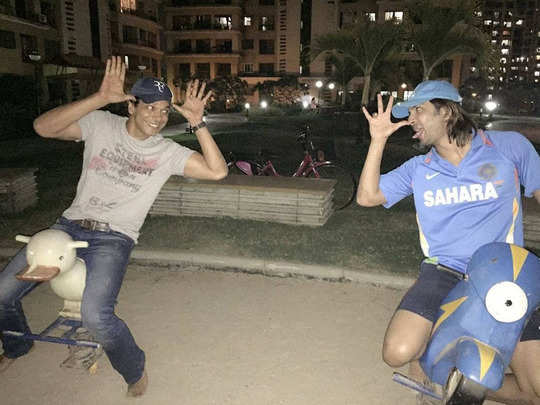 सुशांत के साथ महेश शेट्टी-Instagram@memaheshshetty