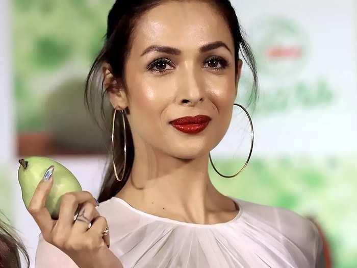 yami gautam to malaika arora bollywood actresses applies clay face mask for beautiful skin in marathi