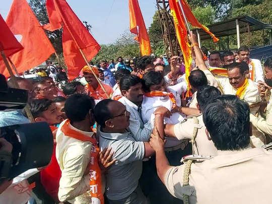 कर्नाटक पोलीस आणि शिवसैनिकांमध्ये झटापट