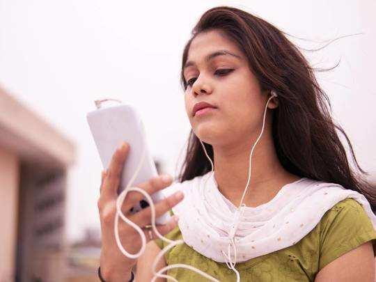 Earphones On Amazon : दमदार आवाज और शानदार फीचर्स वाले इन Earphones को Amazon से खरीदें 70% तक की बंपर छूट