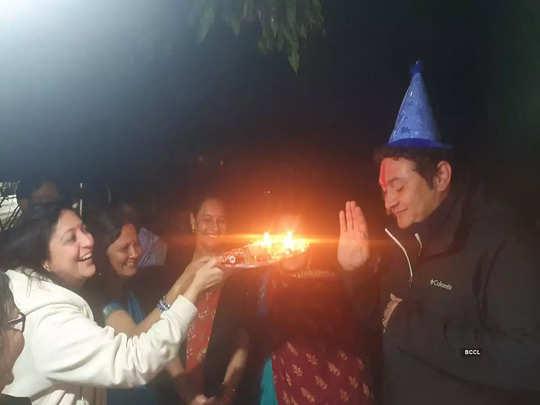 राजेश कुमार ने बिहार में गांववालों के संग मनाया बर्थडे