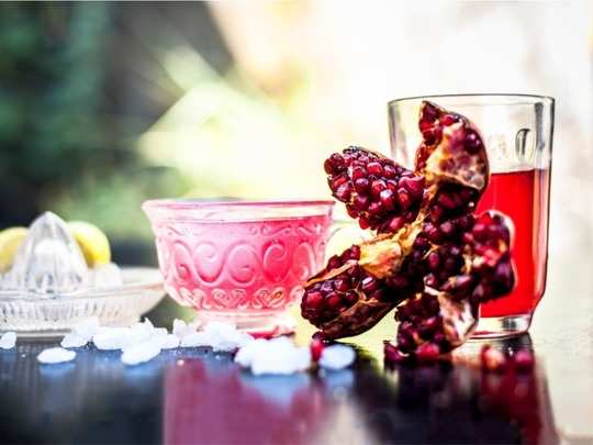 health benefits of pomegranate tea which will leave you amaze and here is the recipe