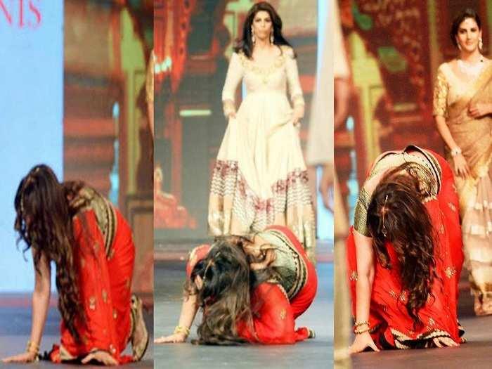 bollywood actresses falls down during ramp walk in marathi