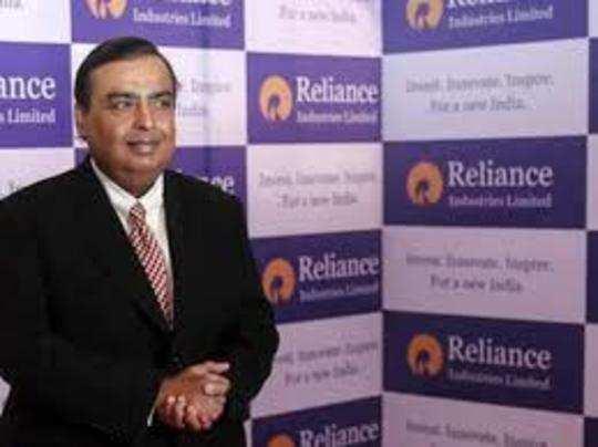 रिलायंस इंडस्ट्रीज का मार्केट कैप 12,99,363.47 करोड़ रुपये पर पहुंच गया।