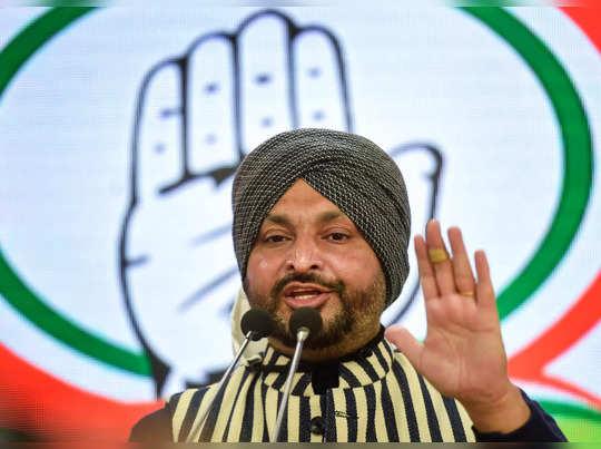 New Delhi: Congress MP Ravneet Singh Bittu addresses a press conference, in New ...