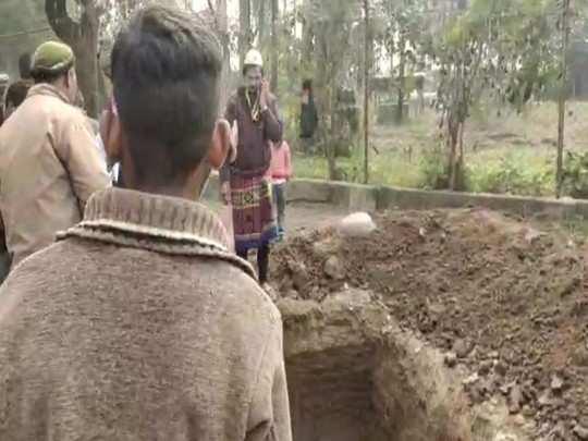 hindu muslim love : death of cow in hindu house, muslim neighbor handed supurd e khaak