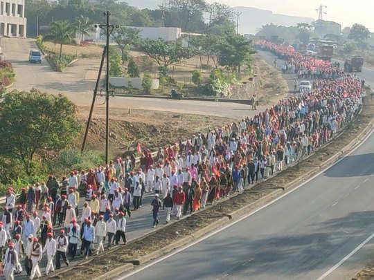 मुंबई रैली में शामिल होने जाते किसान