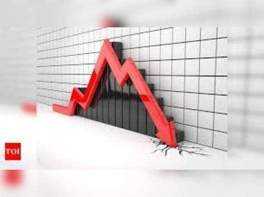 रिलायंस के शेयरों में 5.6 फीसदी की गिरावट आई।