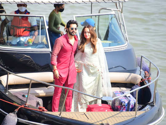 Varun Dhawan and Natasha Dalal LEAVING FROM ALIBAUG