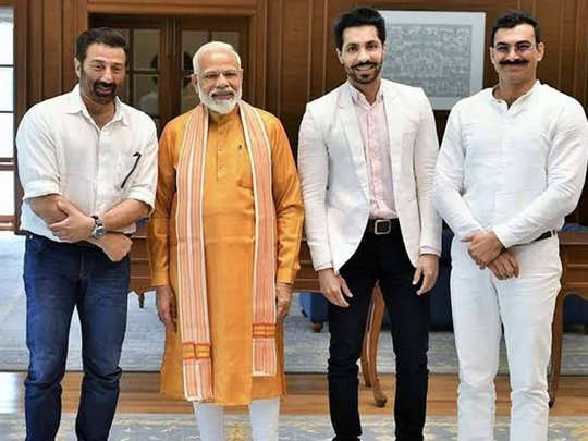 Sunny Deol With PM Modi And Deep Sidhu