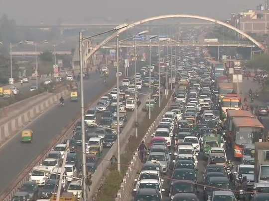 delhi noida live traffic update after farmers tractor rally heavy traffic on delhi noida area