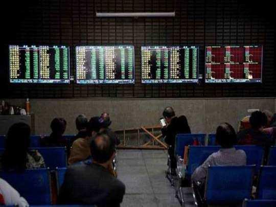 शेयरों में गिरावट, 3 लाख करोड़ का नुकसान (File Photo)