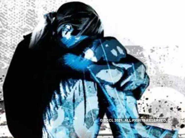 अल्पवयीन मुलगी एकटीच होती, तरुणाने घरात घुसून केला बलात्कार