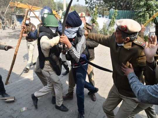 farmers protest scuffle breaks out at singhu border where farmers are protesting against farms laws
